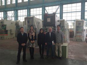 哥倫比亞客戶從Accurl公司購買液壓機