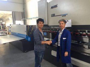 塞浦路斯客戶參觀我們工廠的折彎機和剪切機