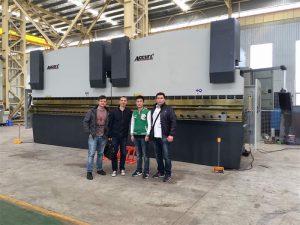 越南客戶參觀我們的工廠